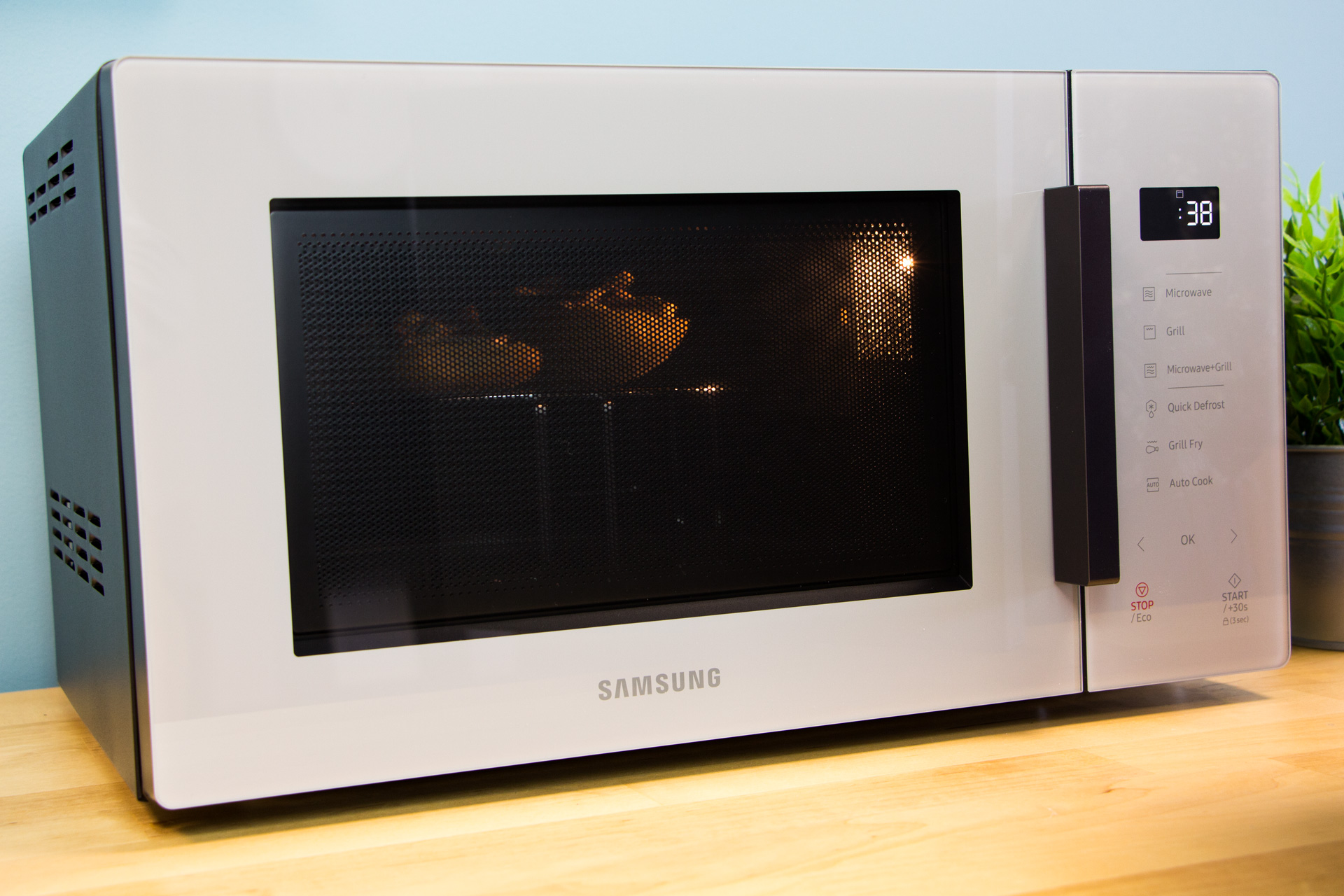 Jak działa mikrofalówka Samsung MG23T5018CG